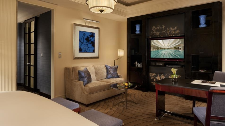 Peninsula-shanghai-accommodations-Deluxe-Room-Sofa-Area