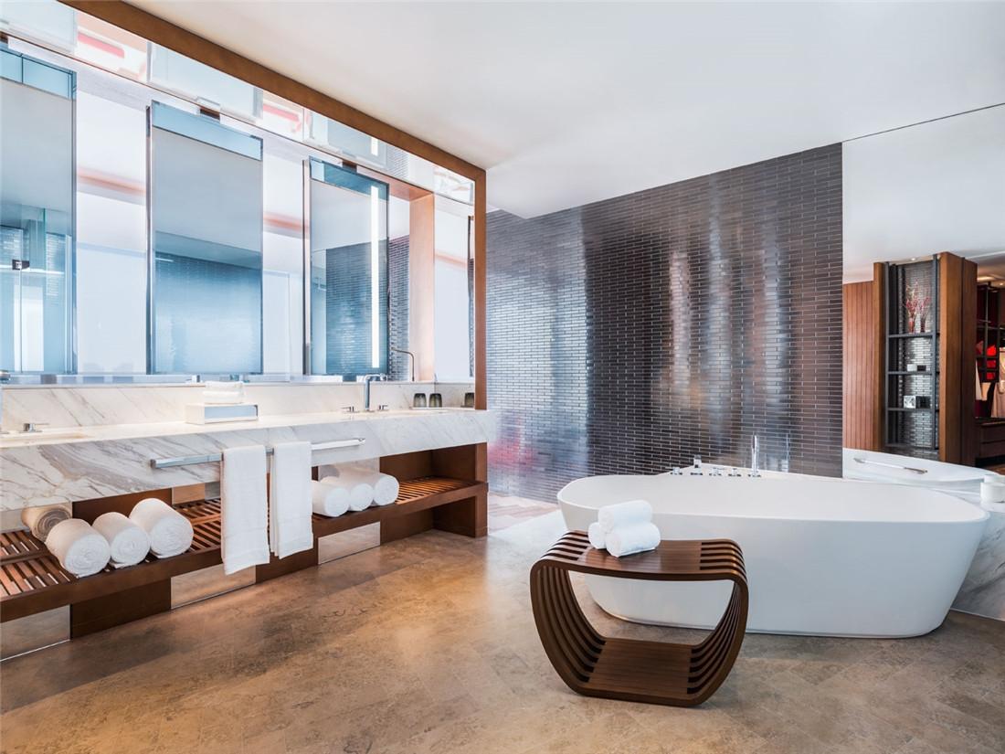 客房卫浴间